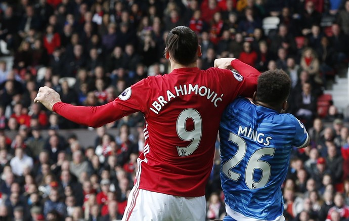 Ibrahimovic Manchester United Mings Bournemouth (Foto: Reuters)