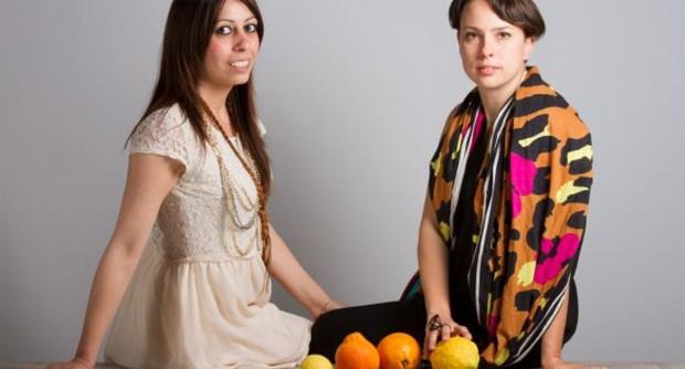 Adriana Santanocito e Enrica Arena criaram uma tecnologia, em parceria com o Instituto Politécnico de Milão, para transformar laranjas em tecido  (Foto: Divulgação)