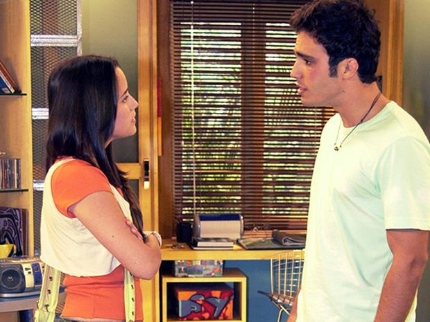 Bernardo (Thiago Rodrigues) e Betina (Fernanda Vasconcellos) se apaixonam no momento em que se conhecem (Foto: TV Globo)