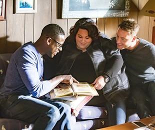 Sterling K. Brown, Justin Hartley, e Chrissy Metz en 'This is us'   Reprodução