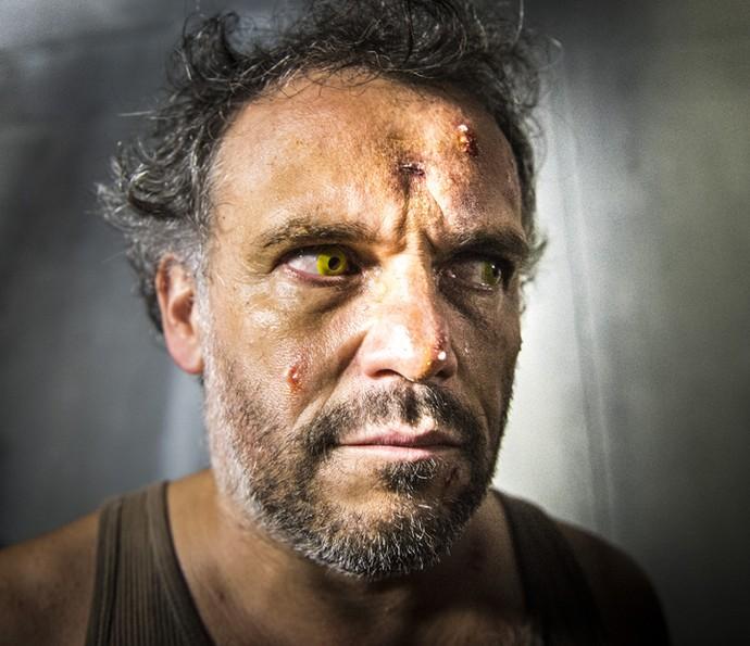 José Augusto se transformou em uma fera ao contrair a doença misteriosa (Foto: Globo/João Miguel Júnior)