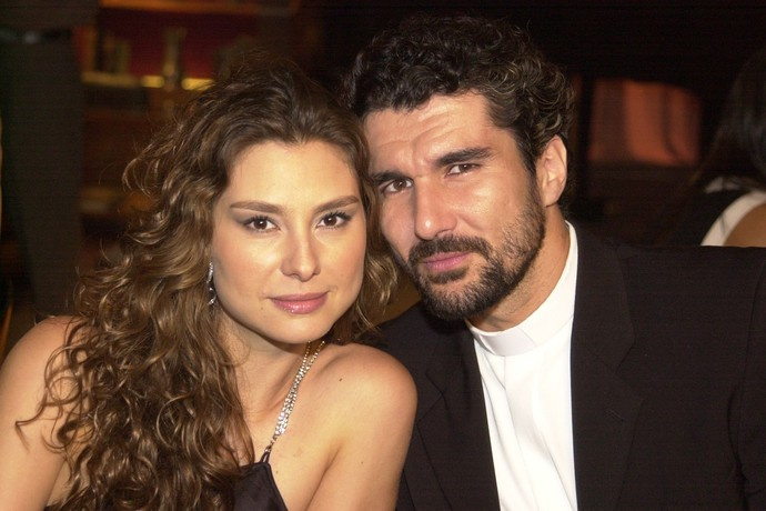 Lavínia Vlasak e Nicola Siri viveram Laura e Padre Pedro em Mulheres apaixonadas (Foto: Giane Carvalho)