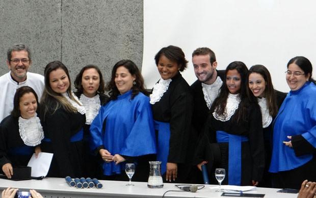 A turma de formandos de Estudos de Mídia da UFF colou grau na última quarta-feira (3); Valesca não pode ir ao evento (Foto: Arquivo pessoal/Leticia Gabbay)