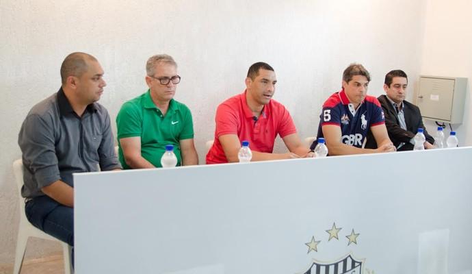Apresentação novo técnico União Barbarense (Foto: Sanderson Barbarini / Foco no Esporte)