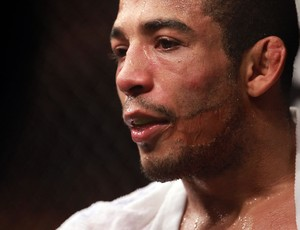 Jos&#233; Aldo J&#250;nior vence Kenny Florian no UFC 136 (Foto: Divulga&#231;&#227;o/UFC)