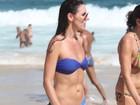 Glenda Kozlowski mostra corpão em praia do Rio