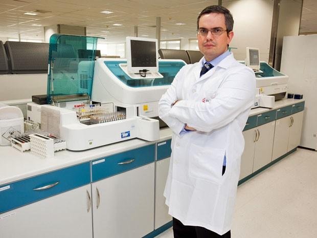 Edgar Rizzatti tem pós-doc e trabalha com pesquisa no Laboratório Fleury (Foto: Divulgação)