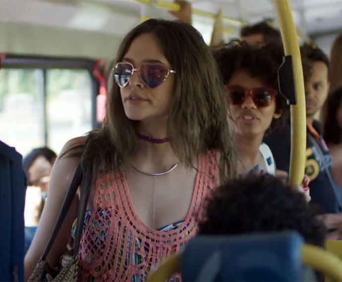 Juliana Paiva está irreconhecível na pele de Cassandra (Foto: TV Globo)