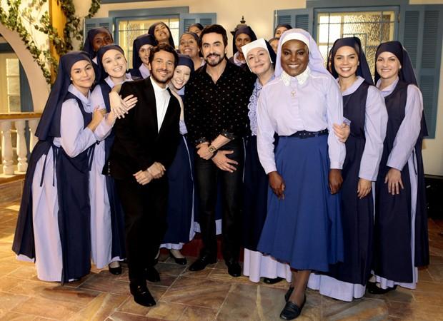 Padre Fábio de Melo grava a novela 'Carinha de Anjo' (Foto: Lourival Ribeiro/SBT)
