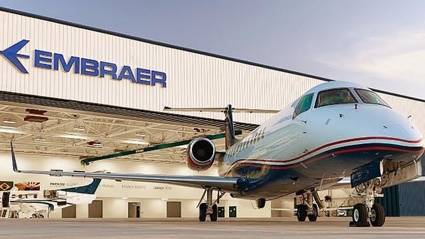 Fábrica da Embraer, em São José dos Campos, no interior de São Paulo. A empresa está entre os maiores fabricantes de jatos (Foto: Reprodução/Facebook)