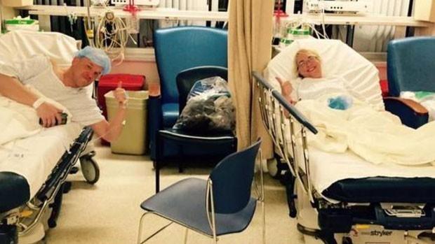 O casal se aproximou bastante nas semanas antes do transplante (Foto: BBC/Christopher Dempsey)
