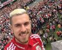 Seleção do País de Gales é recebida com festa após sucesso na Eurocopa