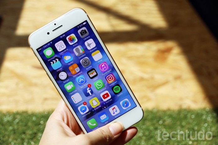 iPhone 7 continua bastante escorregadio  (Foto: Anna Kellen Bull/TechTudo)