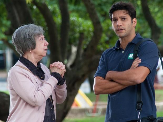 Armando Babaioff grava ao lado de Fernanda Montenegro (Foto: TV Globo/Fábio Rebelo)
