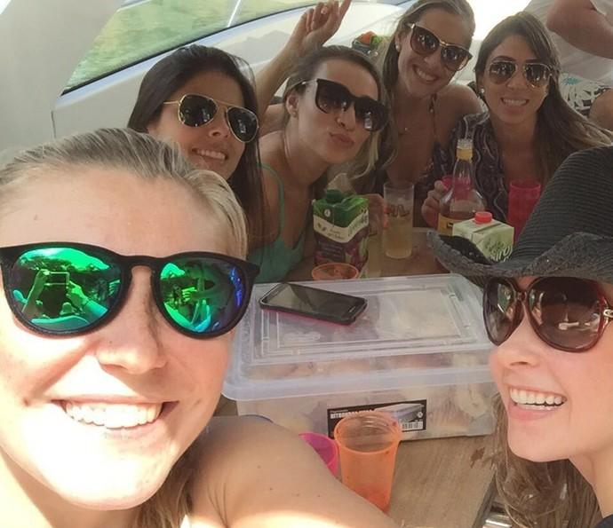 Nos eventos preferidos de Ana Paula estão os passeios de barcos com muito champagne (Foto: Arquivo Pessoal)