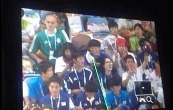 Atleta aponta laser para Thomas Bach e premier chinês na festa de Nanquim
