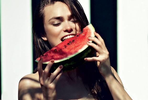 A melancia é fonte de glutationa, antioxidante natural que fortalece o sistema imunológico (Foto: DIMITRIS SKOULOS / FOLIO-ID)