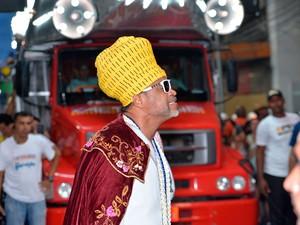 Cantor Carlinhos Brown abre as apresentações do carnaval de Salvador (Foto: Elias Dantas/Ag. Haack)