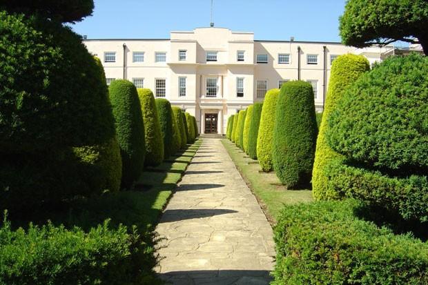 A entrada de Heatherden Hall (Foto: Reprodução)