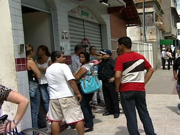 Casa do vereador Almir Neres estava movimentada durante a manhã (Foto: Reprodução/TV Gazeta)