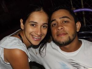 Casal que estava no carro de passeio morreu no local (Foto: Reprodução/Facebook)