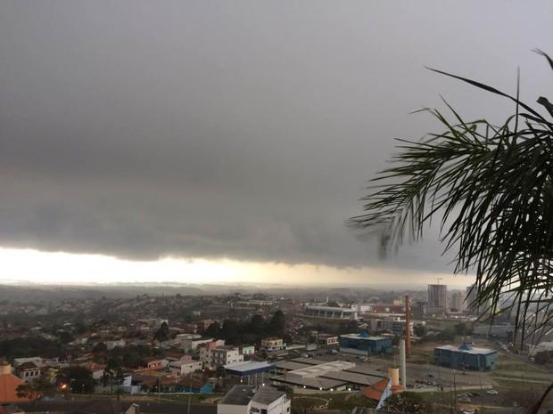 Ponta Grossa, na manhã desta segunda-feira (15) (Foto: Mara Braun/Arquivo pessoal)