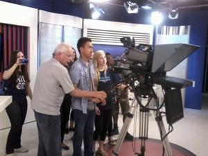 Os adolescentes conheceram as instalações da emissora em Juiz de Fora (Foto: Divulgação | TV Integração)