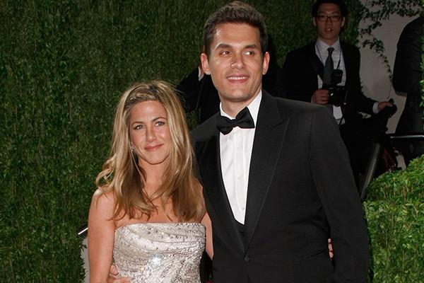 Jennifer Aniston parece não envelhecer e já conquistou vários galãs de Hollywood. Entre eles, o cantor John Mayer, oito anos mais novo do que ela, com quem namorou em 2009. (Foto: Getty Images)