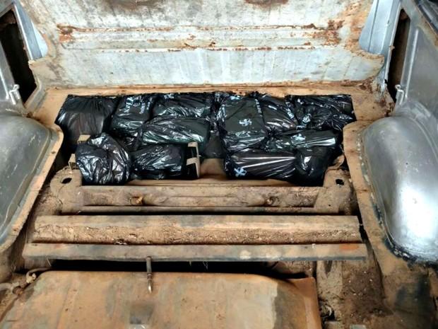 Droga estava escondida em funado falso de carroceria, diz PRF-AC (Foto: Divulgação/PRF-AC)