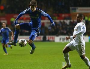 Oscar do Chelsea e Wayne Routledge do Swansea (Foto: Getty Images)