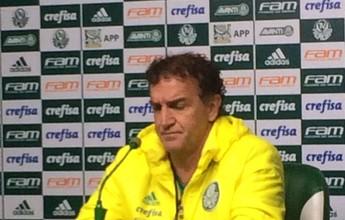 Cuca ignora China, reclama de fofoca e conversa com elenco do Palmeiras