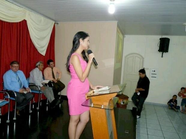Luciana já participou de três cultos e deverá continuar indo a igrejas (Foto: Arquivo Pessoal)