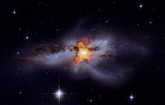 Em 2004, o cientista mudou de ideia em relação aos buracos negros, afirmando que a informação poderia sobreviver ao ser sugada por eles (Foto: Flickr/NASA's Marshall Space Flight Center)