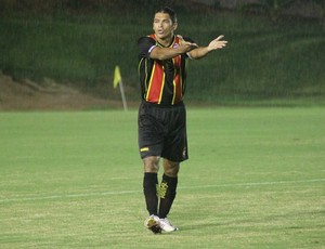 Robson, zagueiro do Globo FC (Foto: Kaline Rodrigues/Divulgação)