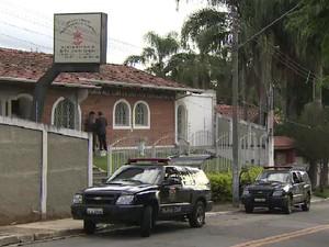Policiais foram presos pela Corregedoria da  Polícia Civil de São José dos Campos (Foto: Reprodução / TV Vanguarda)