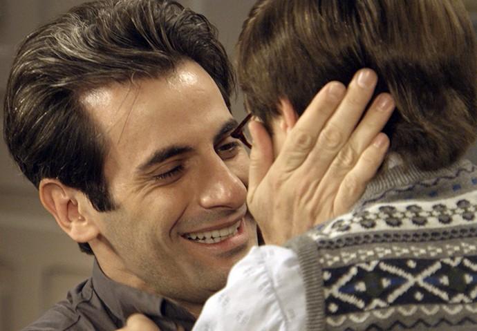 Araújo abraça Claudinho (Foto: TV Globo)