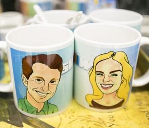 Luciano Huck e Angélica ganharam até canecas personalizadas para apresentar o 'Vìdeo Show' (Foto: Reprodução/ Redes Sociais/ Rede Globo)