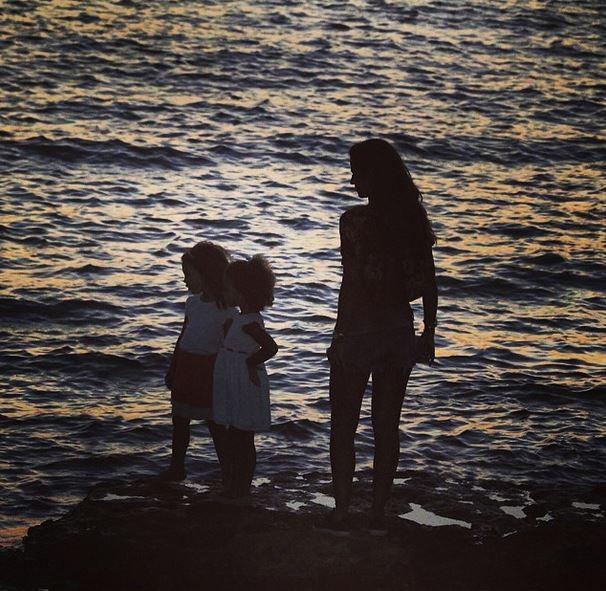 Paula Morais com Maria Alice e Maria Sophia (Foto: Instagram/Reprodução)