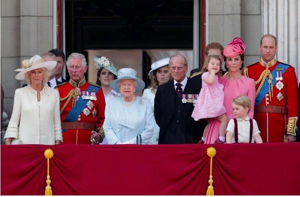 A família real britânica reunida para celebrar o Trooping the Color, em Londres (Foto: Reprodução Instagram)