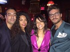 Decotada e com a barriga à mostra, Michelle Rodriguez se diverte em festa
