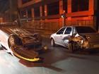 Batida entre dois carros termina em capotagem de madrugada no DF