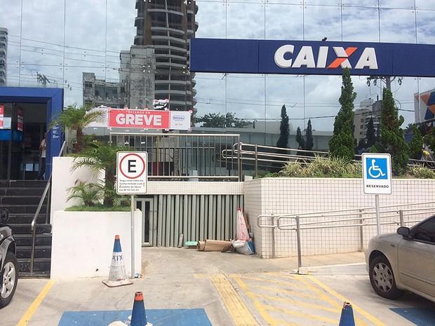 Agência da Caixa Econômica Federal no bairro da Graça, em Salvador, Bahia (Foto: Natally Acioli / G1)
