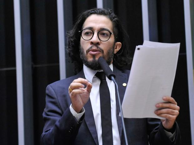 16/04 - O deputado Jean Wyllys (PSOL-SP) discursa durante sessão que discute o processo de impeachment da presidente Dilma Rousseff no plenário da Câmara, em Brasília (Foto: Luis Macedo/Câmara dos Deputados)