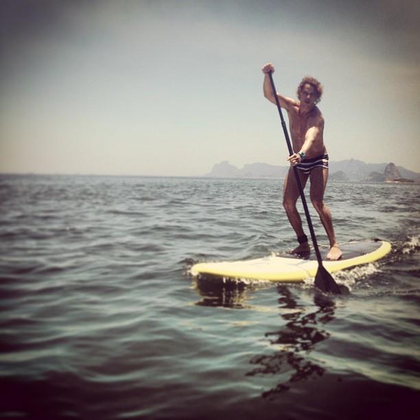 José Loreto pratica stand up paddle (Foto: Instagram)