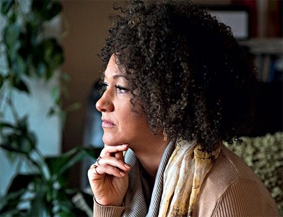 Rachel Dolezal, ativista americana que fingiu ser negra  (Foto: Colin Mulvany/The Spokesman-Review/AP )