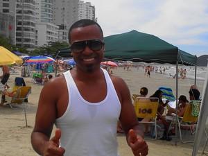 Alexandre Pires foi fotografado no dia 7 de janeiro, na Praia Central de Balneário Camboriú (Foto: Jeferson Acevedo/RBS TV)