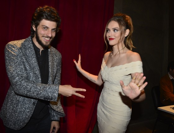 Chay Suede e Isabelle Drummond vivem os personagens Pedro e Helô (Foto: TV Globo)