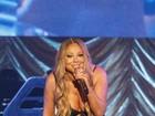 Mariah Carey deixa lingerie à mostra com vestido transparente e decotado