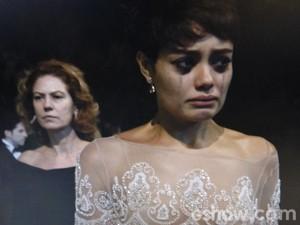 Duda chora desesperada (Foto: O Rebu / TV Globo)