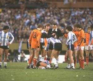 648b110d84 O duelo entre Argentina e Holanda em junho de 1978
